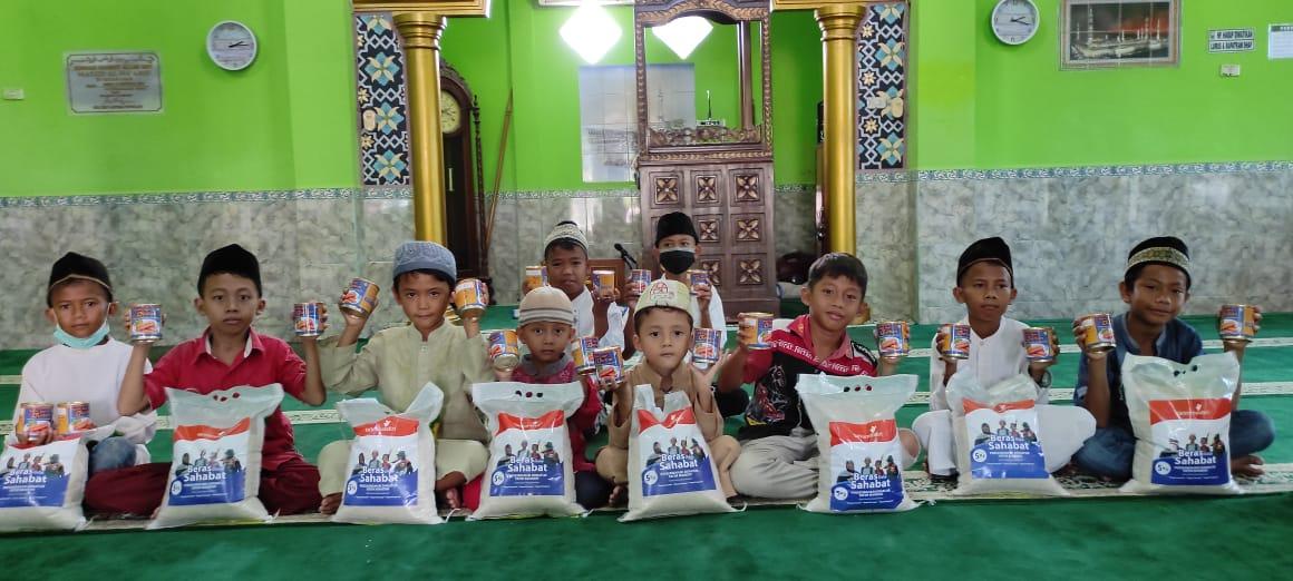 Berbagi Paket Kebaikan untuk Yatim Dhuafa di Palembang