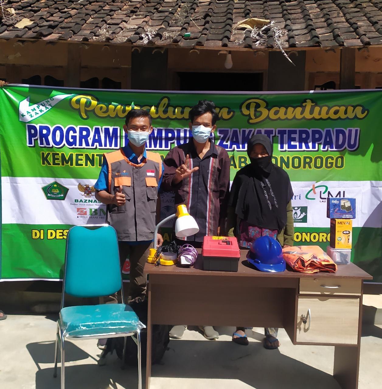 Gulirkan Bantuan Program UMKM Difabel untuk warga Dhuafa Ponorogo