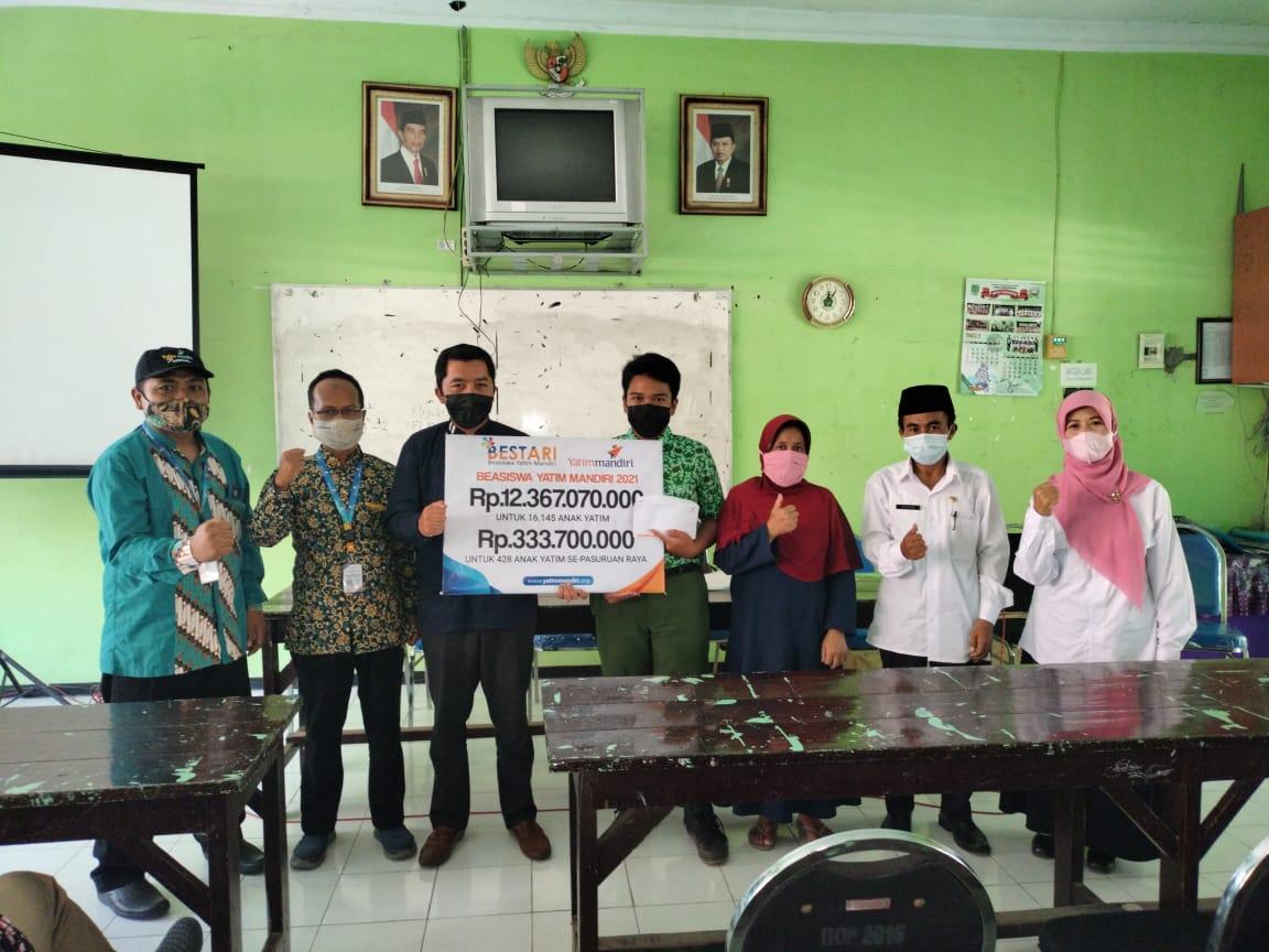 Salurkan Bantuan Beasiswa pendidikan untuk Yatim Dhuafa Pasuruan