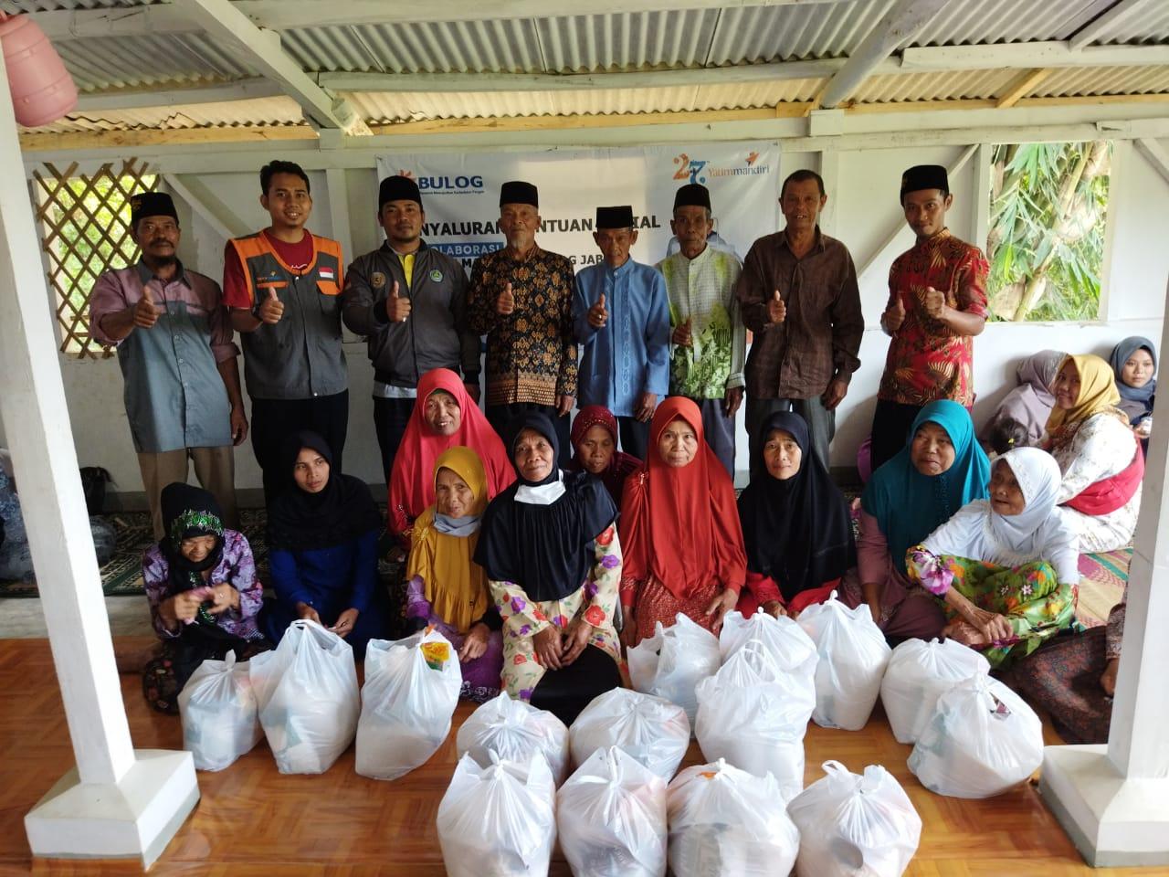 Tebar Kebahagiaan untuk Adik Yatim dan Warga Dhuafa Bandung