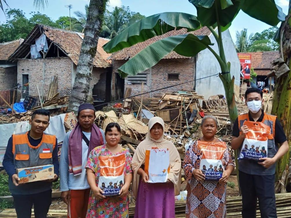 Salurkan Bantuan ke Warga Terdampak Banjir Bandang Pandeglang
